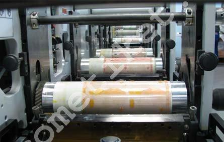печать самоклеящихся этикеток в рулоне